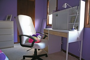 Small_teenroom_desk_view
