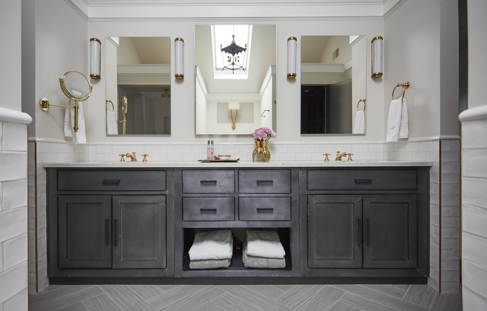 Traditional Master Bath, Black White Gold