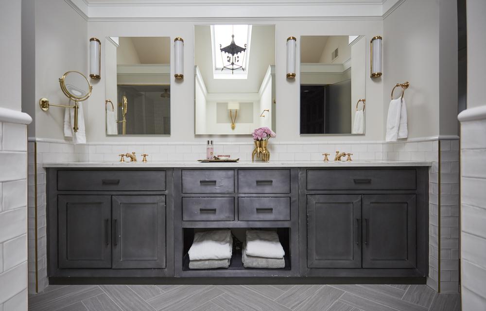 Traditional Master Bath, Black White Gold