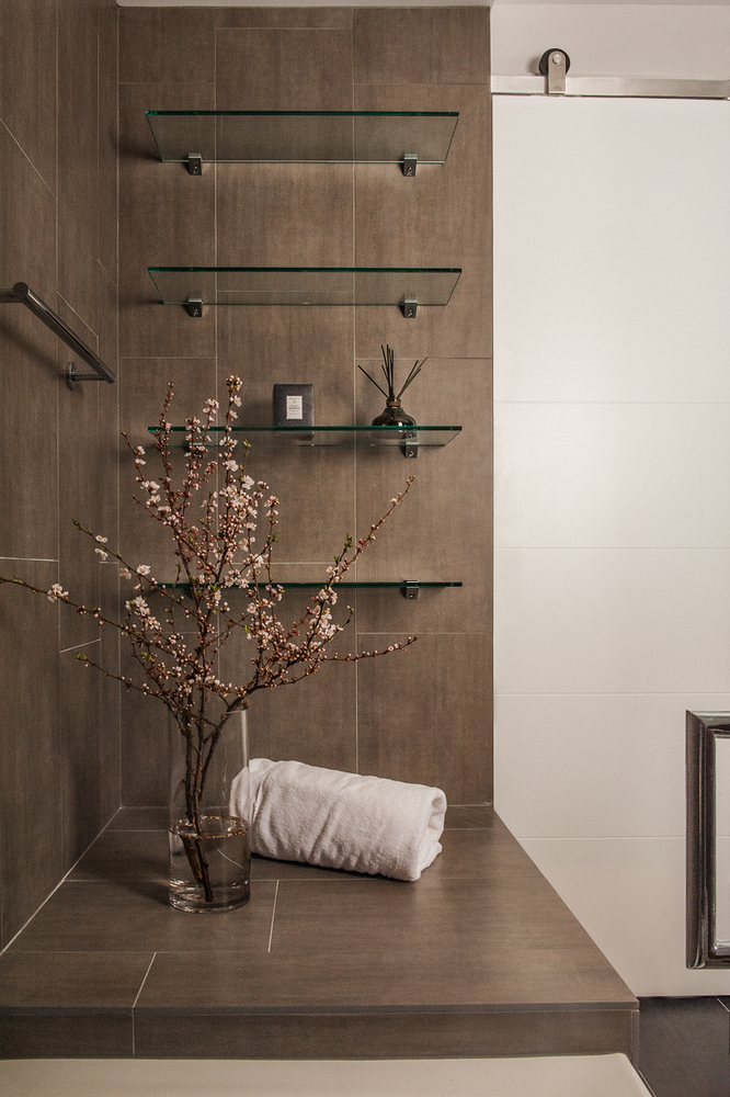 Modern Bath Pied-a-Terre