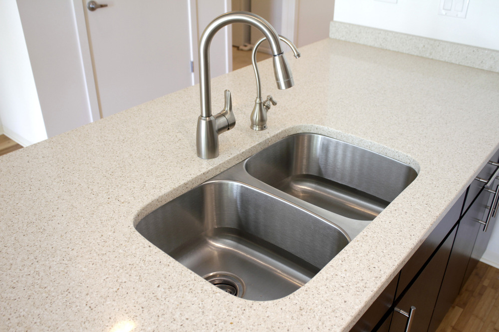 Very_large_kitchen_sink_a1