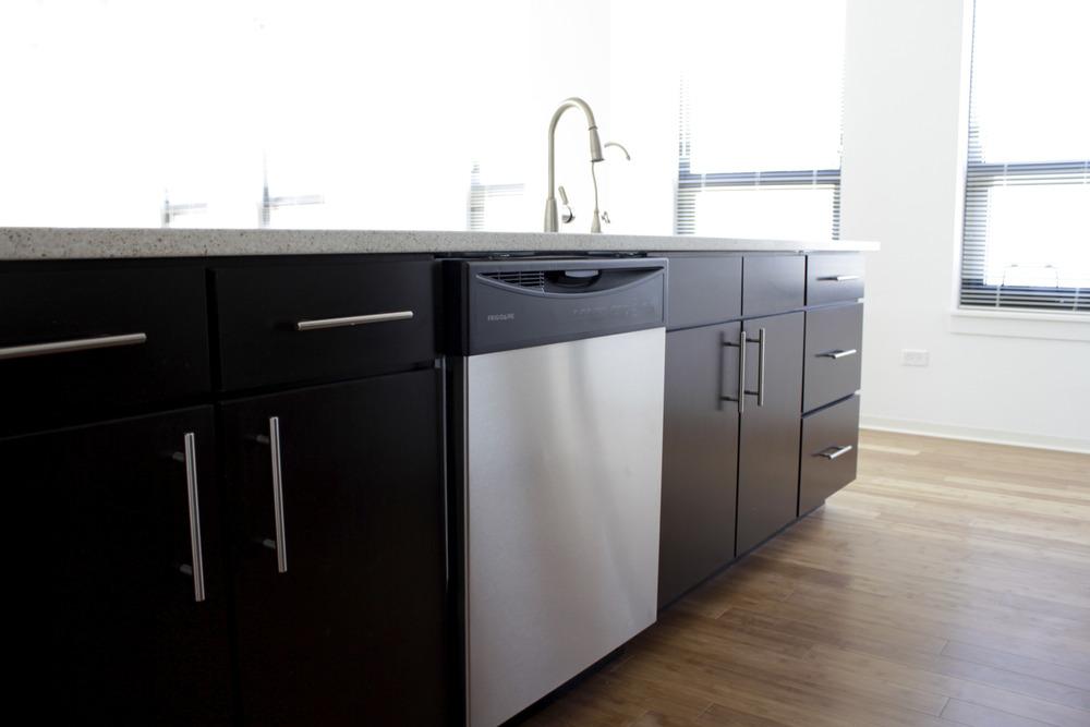 Very_large_kitchen_dishwasher