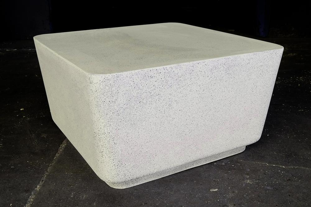 BIG BLOCK COCKTAIL TABLE